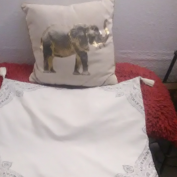 unbranded Other - Offwhite n gold Elephant Pillow & Cover set